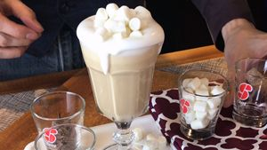 Coffee Recipes > Latte Macchiato with Marshmallow